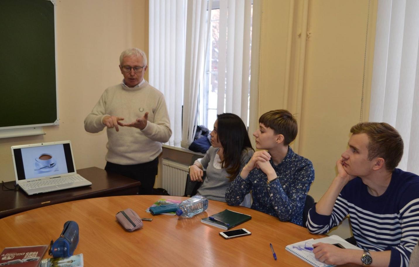 Дэвид Моссоп прочитал курс устного последовательного перевода студентам кафедры
